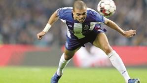 Pepe recebe Dragão de Ouro de Atleta do Ano