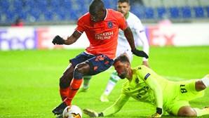 Sporting cai na Liga Europa ao ser derrotado pelo Basaksehir por 4-1