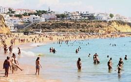 Praias do Algarve foram uma das principais atrações para os milhões de turistas que escolheram a região para férias