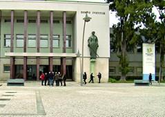 Dois homens foram condenados, respetivamente, a penas de cinco anos e nove meses, e seis anos de prisão