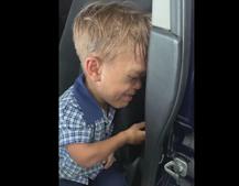 'Quero esfaquear-me': criança em lágrimas pede para morrer após ser alvo de bullying na escola
