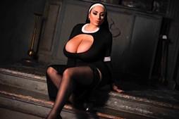 Mulher com mamas naturais gigantes diz que foi 'abençoada' pela mãe natureza