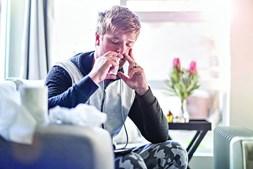 Utilizar spray nasal ajuda em casos de emergência