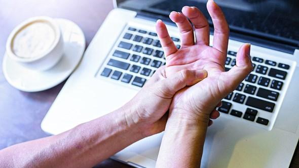 Sofre de tendinite nas mãos? Saiba como prevenir e como tratar