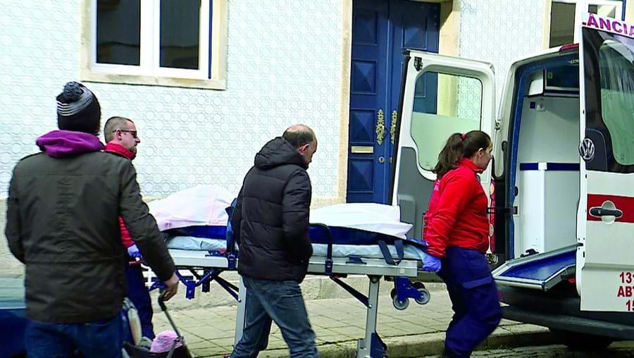 Pai da jovem de 22 anos encontrou o primeiro corpo, dentro de um saco de plástico no carro, e chamou a PSP