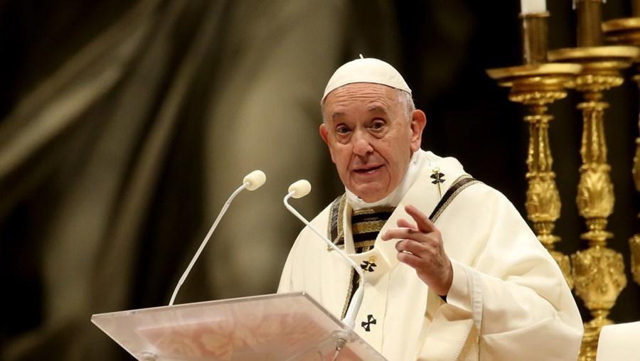 Papa Francisco na Noite de Natal: 'Amar não é tempo perdido'