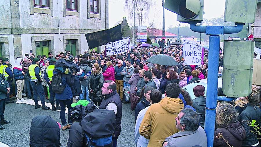 Mais de 300 pessoas participaram em manifestação em Lustosa
