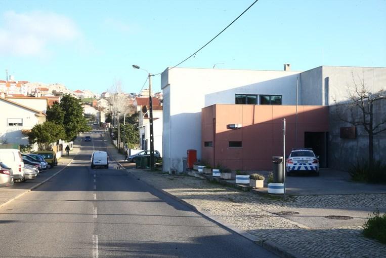 Homem morto à facada durante rixa nas imediações de esquadra em Sintra