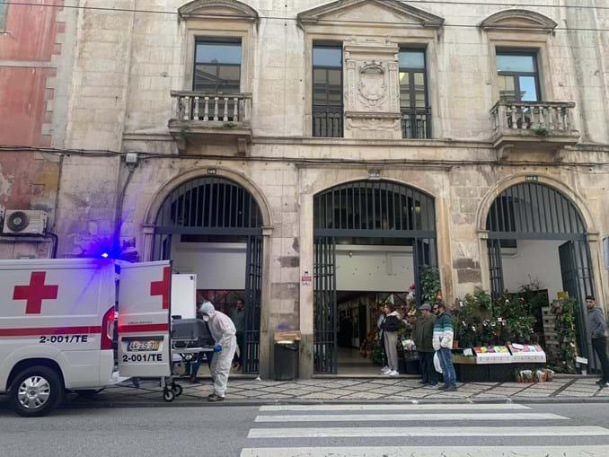 Homem encontrado morto em centro comercial de Coimbra
