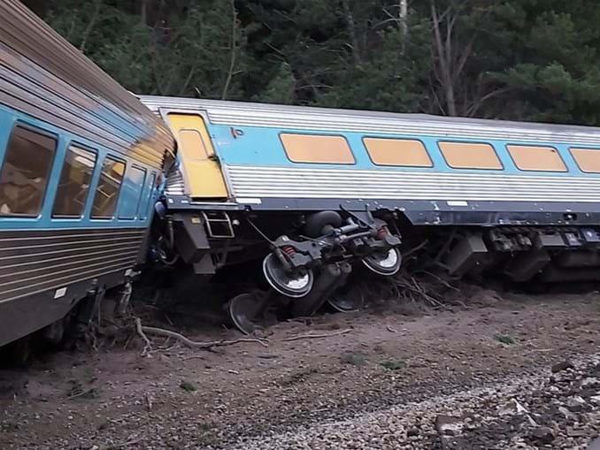 Dois mortos e dezenas de feridos em descarrilamento de comboio na Austrália