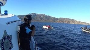 Criança morre afogada em naufrágio de embarcação de migrantes perto do mar Egeu