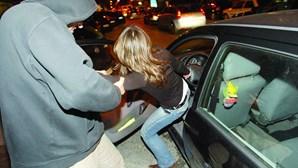 Homens fazem emboscada para roubar carros na Amadora