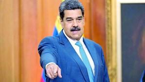 Maduro acusa EUA e Europa de atacar refinaria e diz que há gasolina para 20 dias