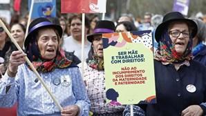 """""""Igualdade a sério"""": Dia da Mulher assinalado por milhares nas ruas de Lisboa. Veja as imagens"""