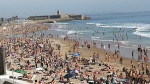 Milhares de portugueses nas praias em dia que foi decretada pandemia devido ao coronavírus