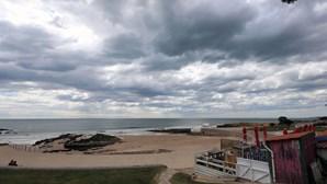 Praias de Carcavelos e de São Pedro do Estoril interditadas a banhos