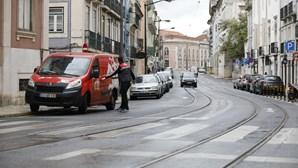 Comércio em Lisboa faz doações e reduz de preços em tempos de crise