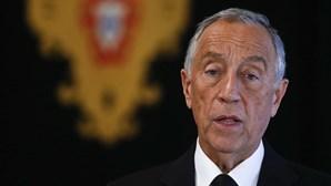 """Presidente da República sublinha que 25 de Abril """"tem de ser comemorado porque democracia não está suspensa"""""""