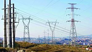 Consumo de energia elétrica cai 4,3% até julho e atinge mínimos de 2005