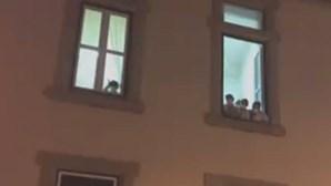 """Funcionárias de lar de Vila Real gritam """"ajudem-nos"""" à janela. Há 20 pessoas infetadas com coronavírus"""