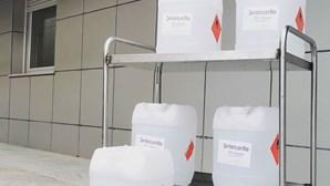 Destilaria doa 100 litros de álcool desinfetante ao Hospital do Litoral Alentejano para combater coronavírus