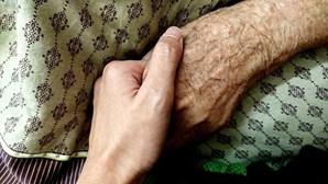 Gang amarra casal durante roubo em Sintra