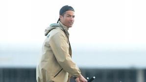 Cristiano Ronaldo passeia no Funchal com a família