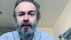 """""""Recebi a melhor notícia"""": Ator espanhol recupera do coronavírus após ter estado internado"""