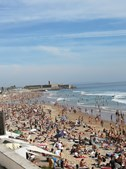 Praia de Carcavelos cheia em dia que foi decretada pandemia devido ao coronavírus