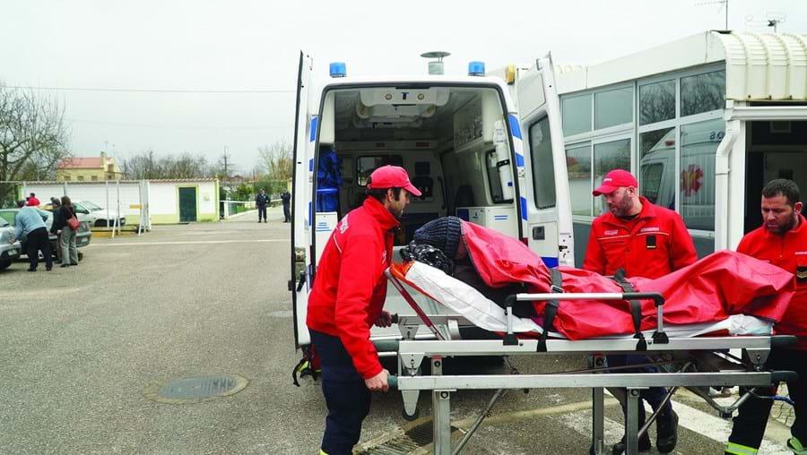 Heróis CM: Bombeiros arriscam para retirar idosos