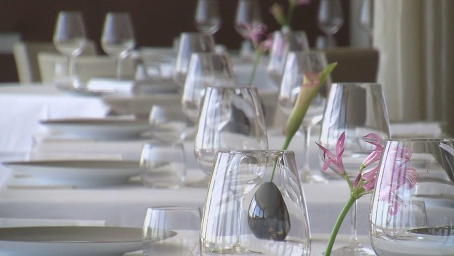 Cafés e restaurantes foram dos primeiros negócios a fechar devido ao coronavírus