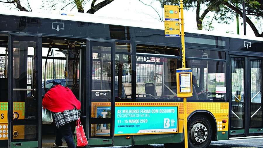 Transportes públicos com medidas excecionais e limitativas neste período