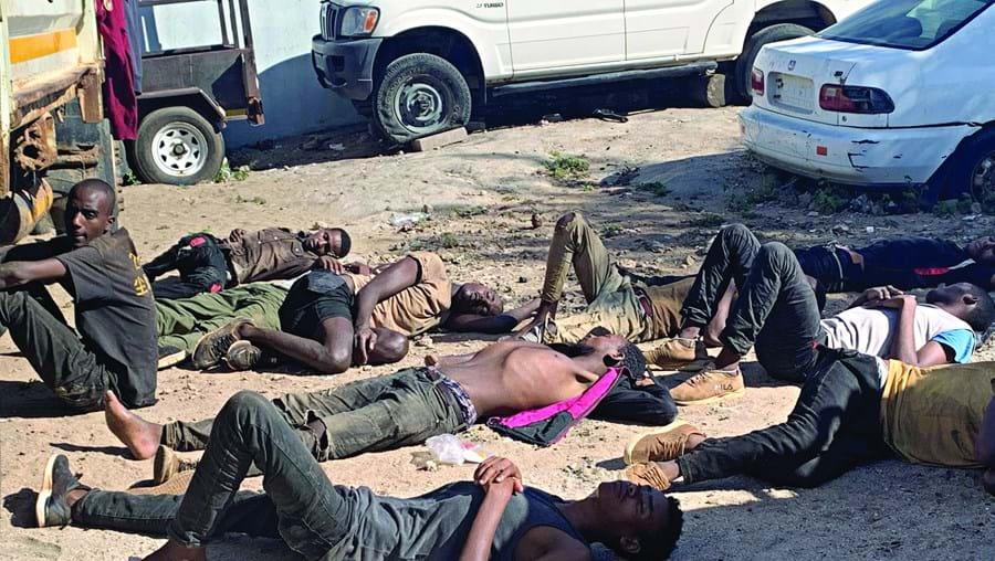Os 14 sobreviventes resgatados do contentor encontram-se em estado muito debilitado