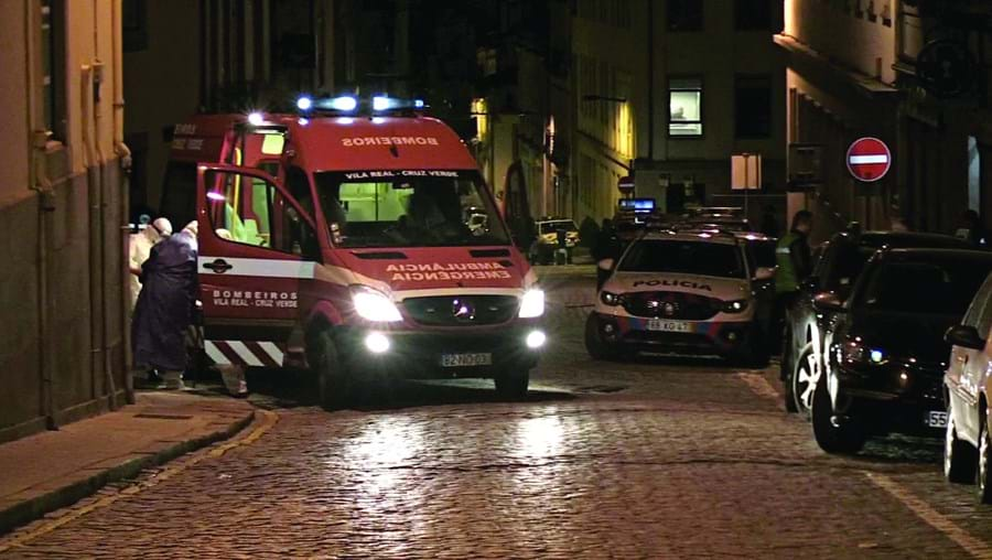 Idosos infetados do Lar Nossa Senhora das Dores, em Vila Real, foram transportados para um hospital daquela cidade