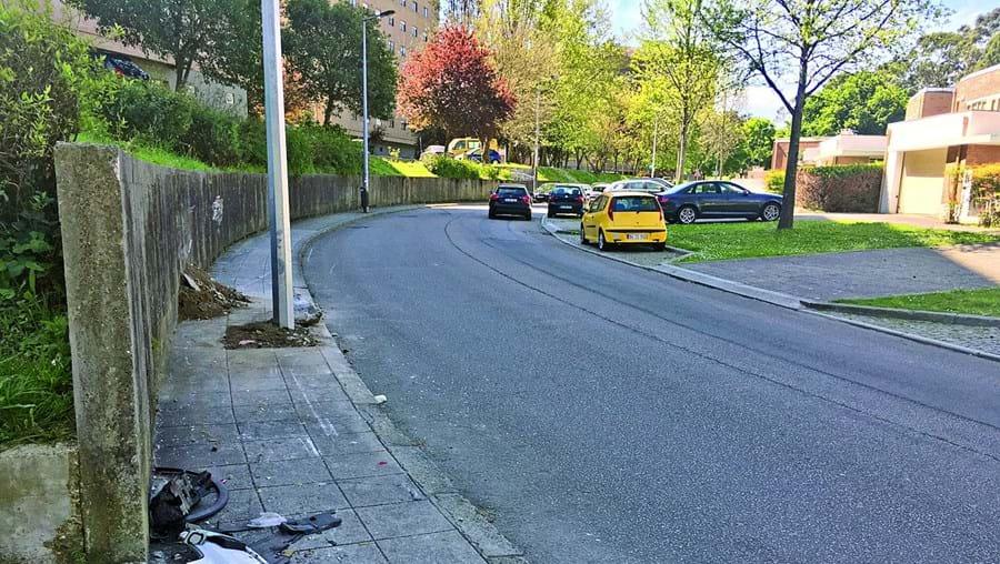 Mata mulher com carro e sai do local a pé em Matosinhos