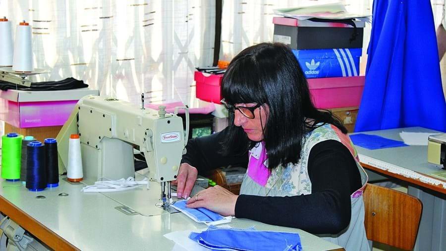 Costureiras e alfaiates de Bragança fazem máscaras para combater o coronavírus