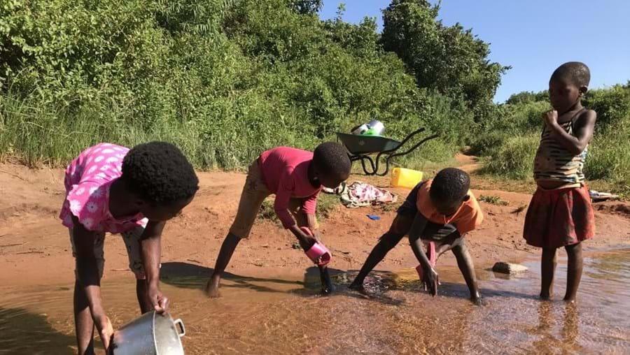 'Sabão e cinza' para proteger aldeia no centro de Moçambique do coronavírus