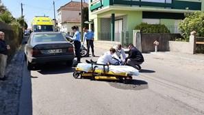 Um ferido grave em colisão entre carro e moto em Gaia