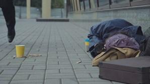 """Pandemia faz de 2020 um """"ano do meio"""" na vida de muitos sem-abrigo"""