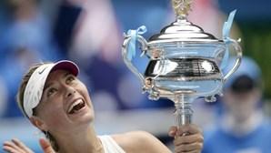 Antiga tenista Sharapova disponibiliza número de telefone para ajudar fãs em confinamento