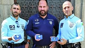 Polícias que fazem rir traídos pelo coronavírus