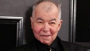 Morreu o músico folk John Prine. Membro do 'Hall of Fame' estava infetado com coronavírus