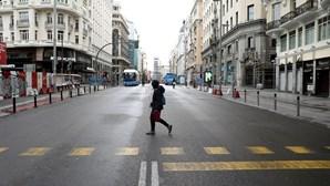 Uso de máscara passa a ser obrigatório em todos os espaços públicos de Madrid