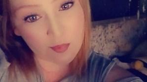 Filha morre de ataque cardíaco durante funeral da mãe infetada com coronavírus