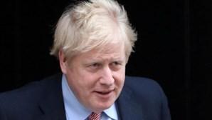 Reino Unido aumenta período de isolamento para infetados de sete para 10 dias
