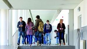 Ensino à distância roubou a muitos universitários a licenciatura que esperavam