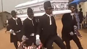 A celebração da morte: Afinal, o que acontece durante os funerais do Gana?