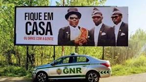 """""""Fique em casa ou dance com eles"""": GNR usa 'meme' de serviços funerários do Gana para consciencializar população"""