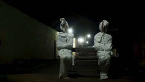 """Indonésia recorre a """"fantasmas"""" para assustar e manter população em casa durante pandemia"""