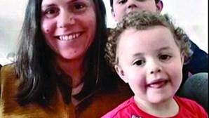 """""""Tentar não perder o ritmo"""": mãe tenta conjugar teletrabalho com telescola dos filhos"""